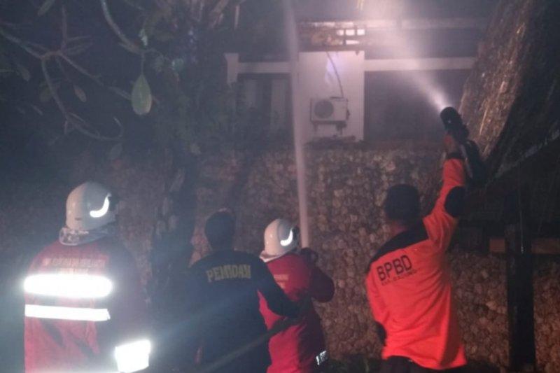 Tersambar petir,bangunan vila di Badung-Bali terbakar