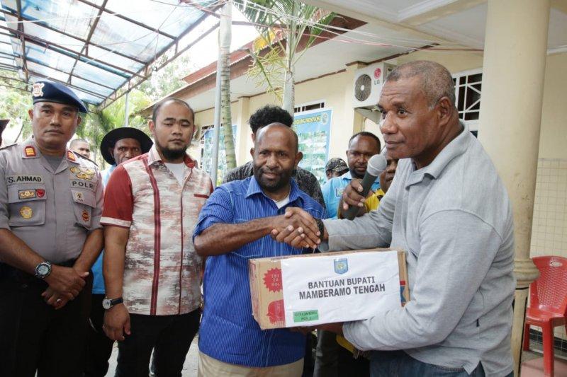 Bantuan bagi korban banjir Sentani terus mengalir