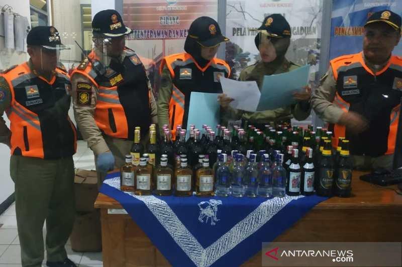 Razia tempat karaoke, Satpol PP Wonosobo sita puluhan botol minuman beralkohol