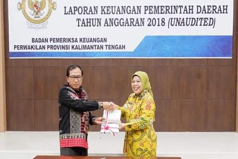 Bupati Nurhidayah serahkan LKPD tahun anggaran 2018 ke BPK Kalteng