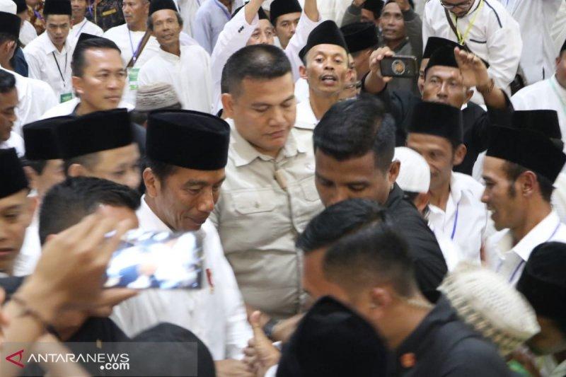 Saat Presiden Jokowi berdialog dengan banser wanita NU