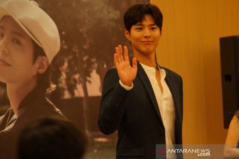 Dikabarkan jadi orang ketiga antara Joong-ki dan Hye-kyo, ini tanggapan Park Bo-gum