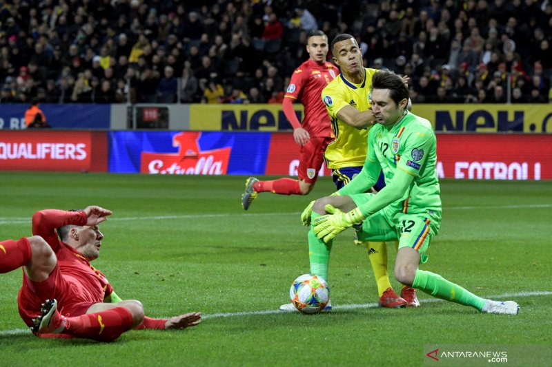 Milan rekrut kiper Olympique Lyon Ciprian Tatarusanu