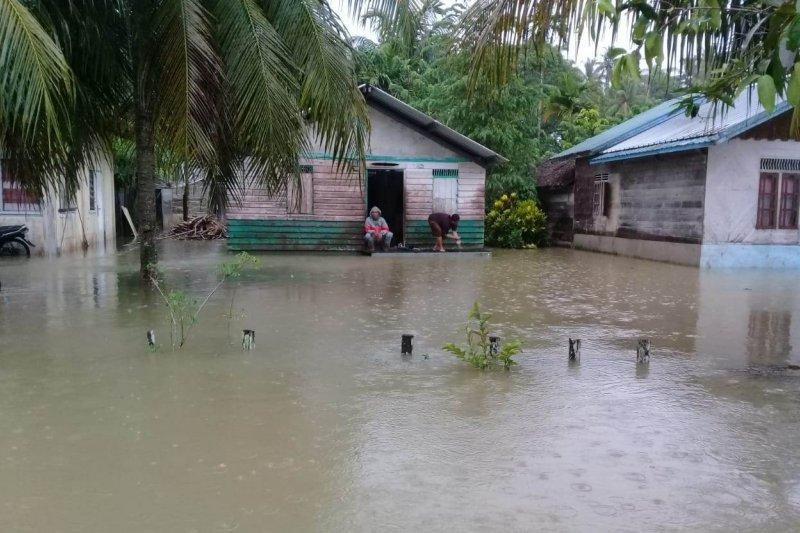 Banjir rendam 65 unit rumah warga Simuelue  Aceh