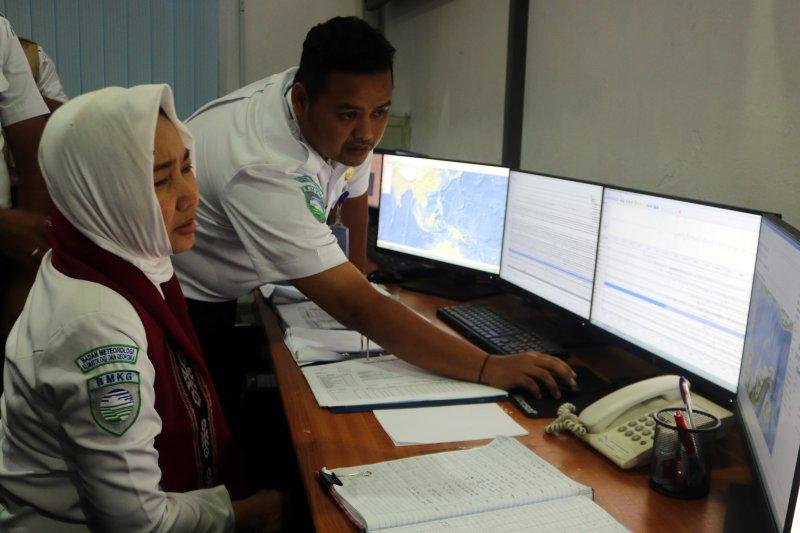 Cuaca Maluku dipengaruhi tekanan rendah di Kepulauan Tanimbar