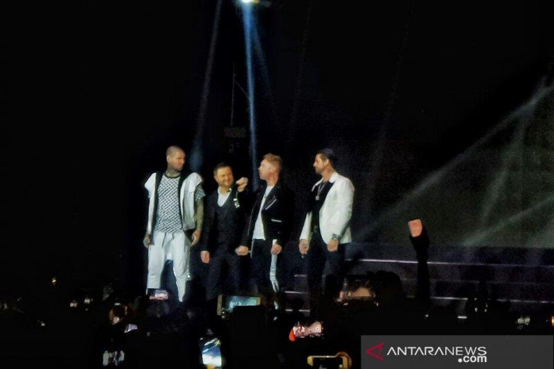 "Boyzone kenang mendiang Stephen Gately dalam konser ""Thank You & Good Night Farewell Tour 2019"""