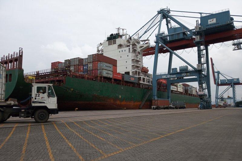 Pelabuhan Panjang Layani Kapal Peti Kemas Sepanjang 261 Meter
