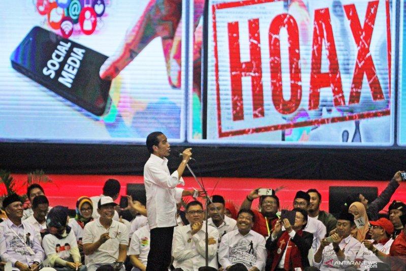 Di hadapan ribuan warga Malang Raya, Jokowi bantah hoaks yang beredar