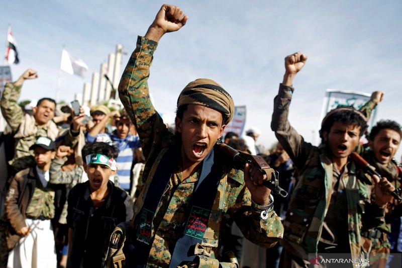 Al-Houthi Yaman hajar bandara Arab Saudi