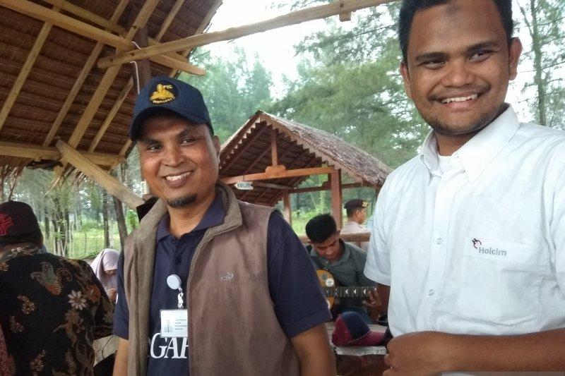 SBA-Pemkab Aceh Besar bersihkan pantai peringati Hari Bumi