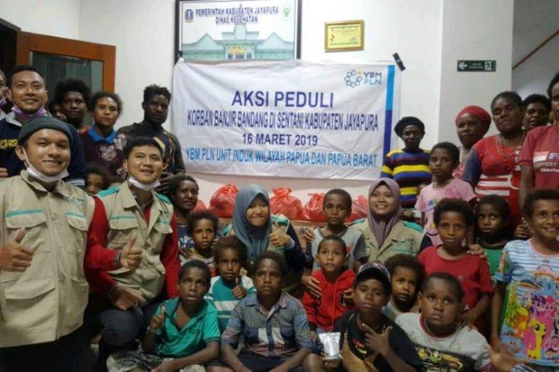 YBM PLN berikan Rp162 juta kepada korban banjir Jayapura