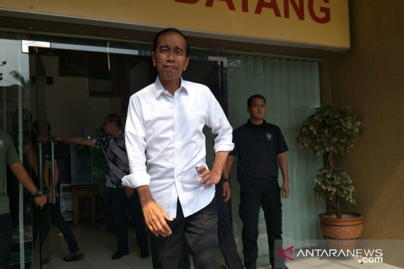 Jokowi makan siang bersama keluarga di restoran Padang jelang debat