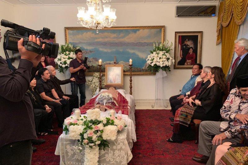 Prabowo Melayat ke Rumah Duka Almarhumah Meida Saimima