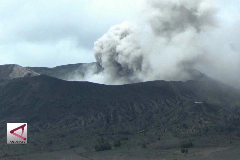 Gunung Bromo berstatus waspada