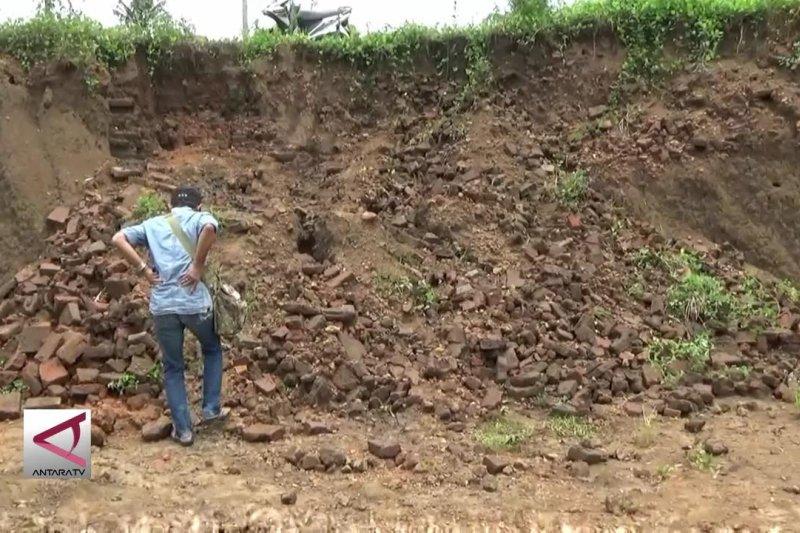 Situs Majapahit ditemukan di jalur Tol Mapan
