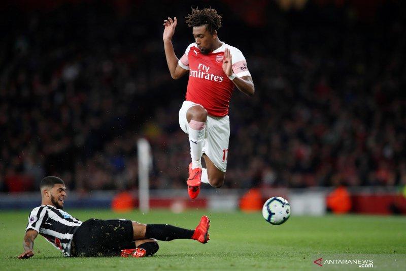 Everton boyong gelandang serang Alex Iwobi dari Arsenal