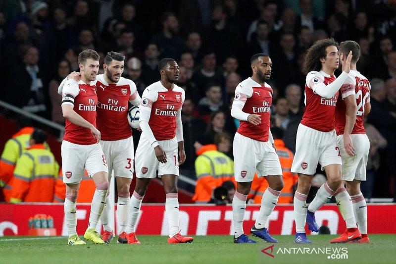 Arsenal menang masuk tiga besar, gusur Spurs