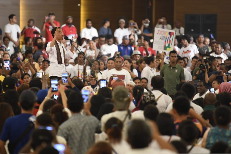 Jokowi Inginkan Akses Jalan Antardaerah Papua Barat Terhubung