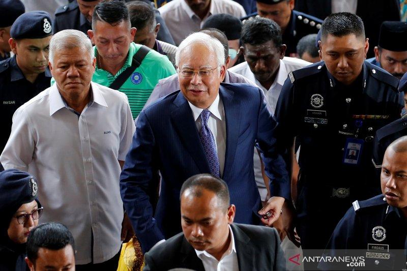 Pengadilan Malaysia tunda sidang mega 1MDB yang menyeret Najib Razak