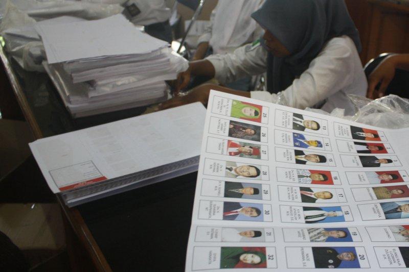 Ribuan surat suara di KPU Karawang rusak