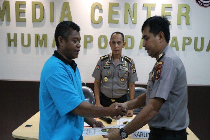 Tim DVI Polda Papua identifikasi jenazah korban banjir Sentani