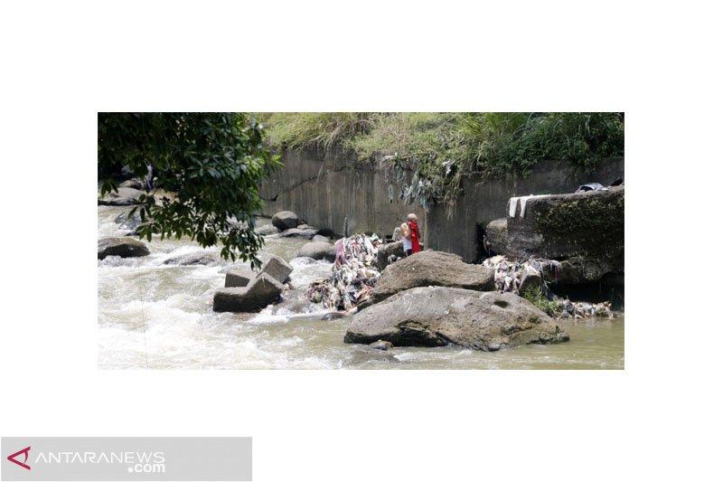 Hampir lima ribu rumah di Bogor buang tinja ke Sungai Ciliwung