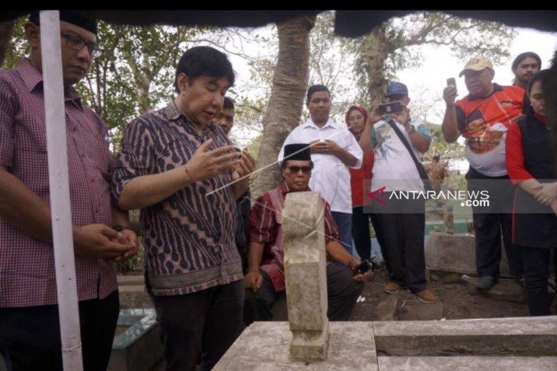 Guruh Soekarnoputra ziarah makam Sarinah di Tulungagung