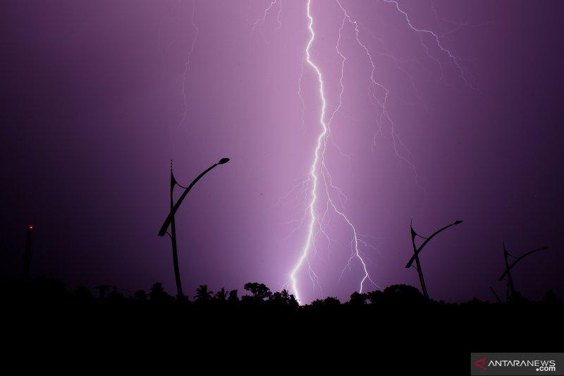 Masyarakat Padang Panjang waspadai hujan disertai kilat dan angin