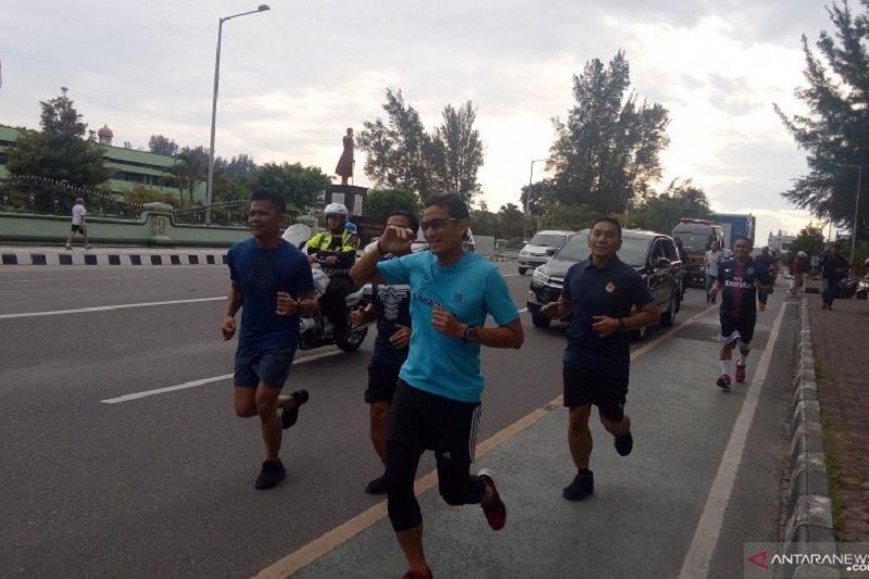 Jelang berkampanye, Sandiaga berlari sambil menikmati Pantai Banua Patra Balikpapan