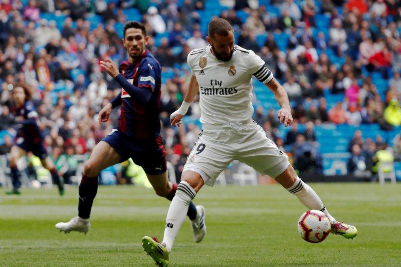 Madrid atasi Eibar 2-1