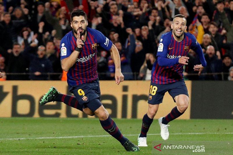 Dengan 10 pemain Atletico kalah  0-2 atas Barcelona