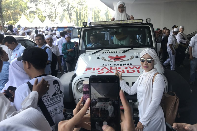 Mobil Jeep Prabowo jadi wahana berfoto