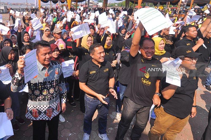 """Ratusan warga Palembang pecahkan rekor Muri lewat """"Gold for Work"""" Pegadaian"""