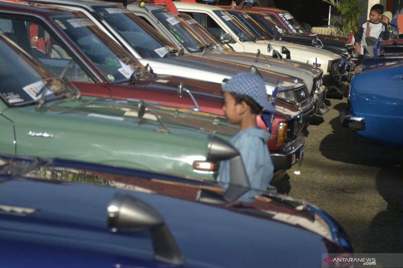 """Touring"" ratusan mobil kuno di wisata Danau Buyan"