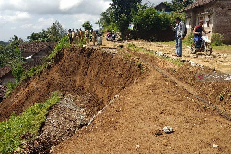 Longsor terjang rumah warga di Tulungagung