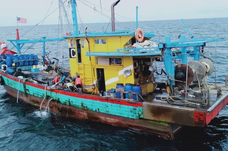 Enam kapal perikanan asing ilegal ditangkap petugas KKP