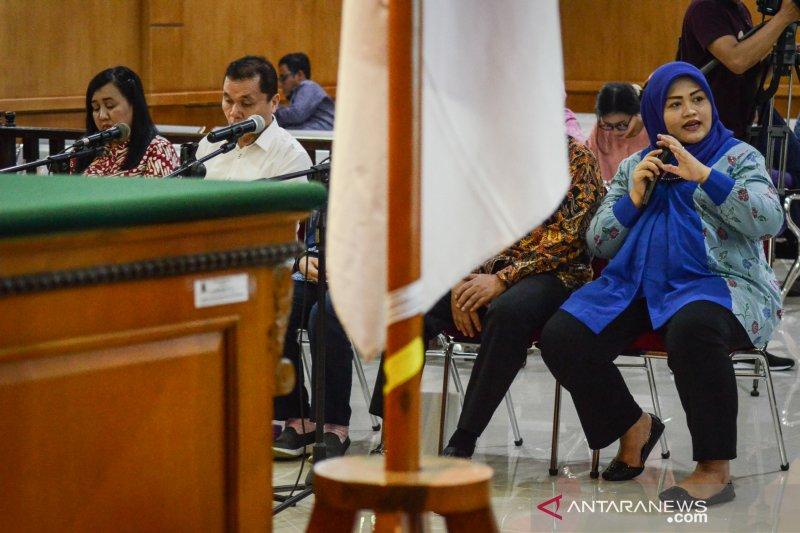 Terlibat kasus Meikarta, Neneng Yasin mengaku kapok jadi bupati