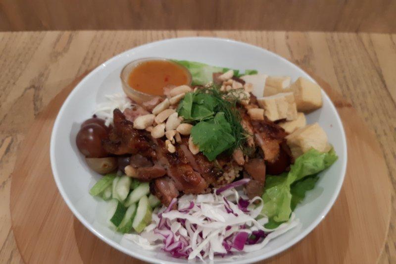 Kokoro, Sabai Sabai, salad bercita rasa Jepang dan Thailand