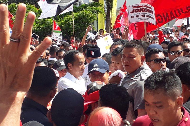 Jokowi disambut meriah warga Depok