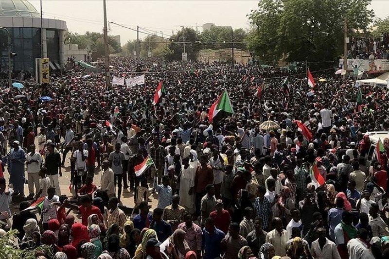 Ratusan ribu orang turun ke jalan di Aljazair