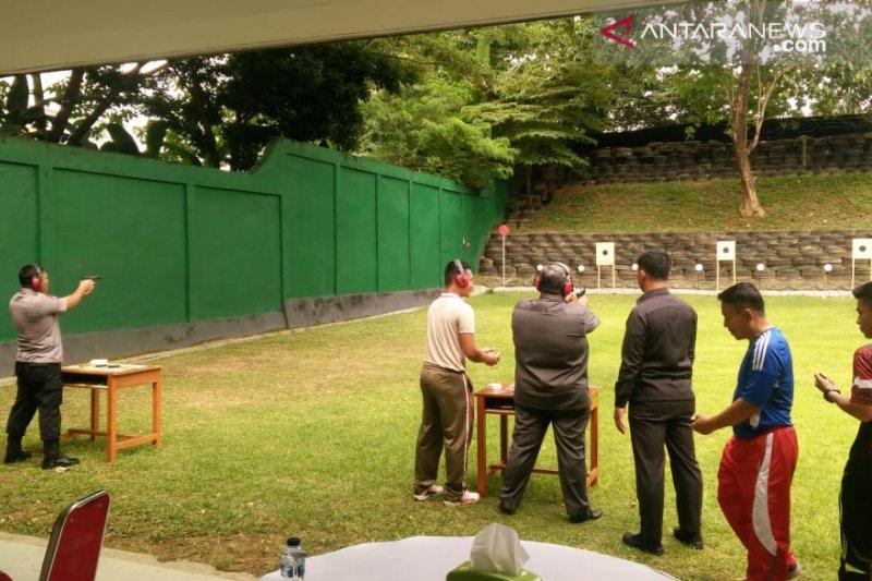 Uji kemampuan menembak, Ali Mazi latihan di Makorem Kendari