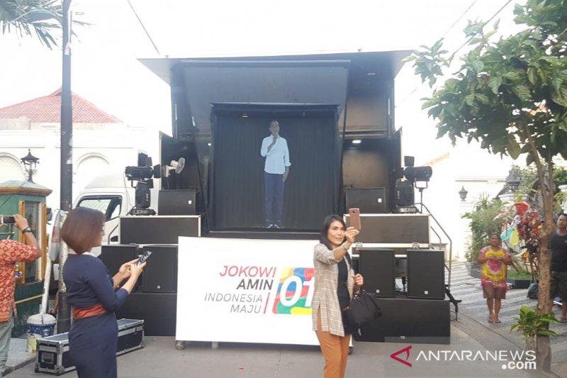 Hologram Jokowi ramaikan nobar debat capres dekat rumah Ma'ruf