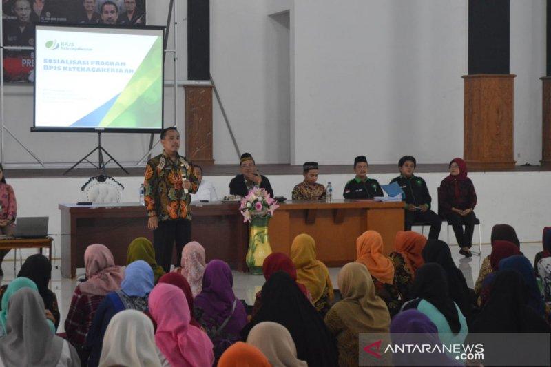 Ribuan guru honorer di Purwakarta didaftarkan jadi peserta BPJS-TK