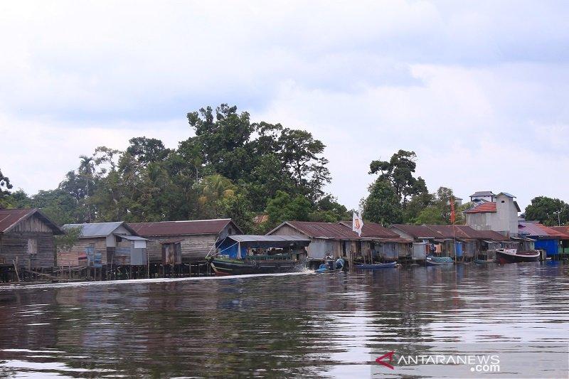 Merayakan demokrasi di pesisir Kalimantan