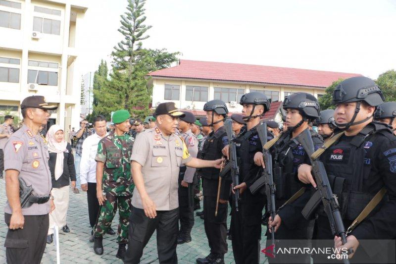 Personel keamanan hanya berjaga di luar area TPS