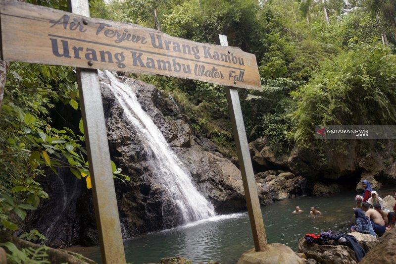 Banyu Nget, ikon wisata rintisan di tengah hutan durian Trenggalek