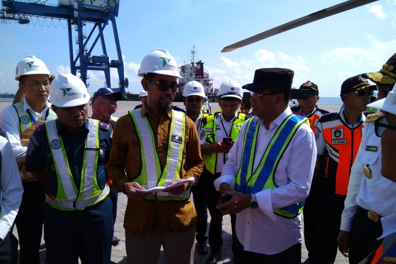 Indonesia port corporation  has six more ruber tyred gantry in Makasar