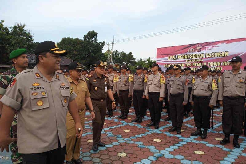 Satu polisi di Indramayu dapat tugas jaga delapan TPS
