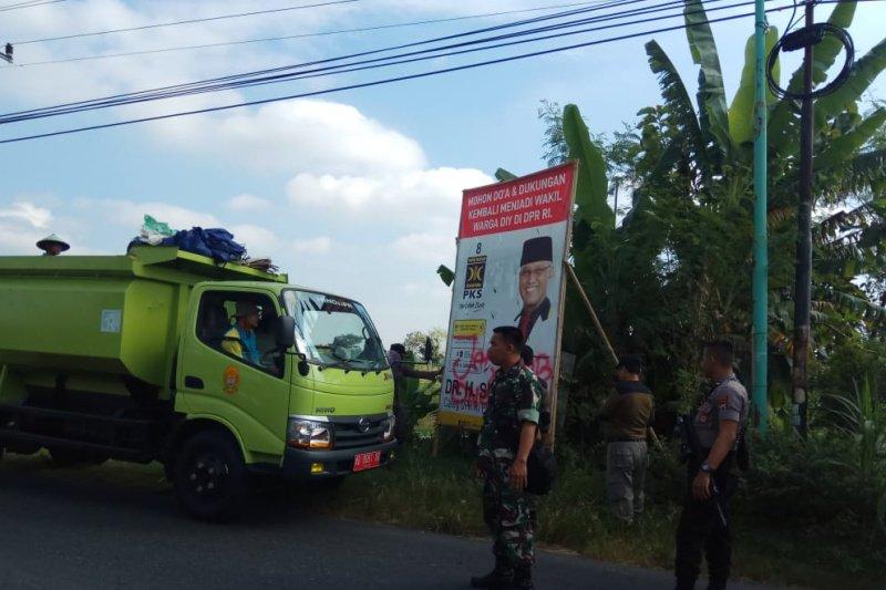 Bawaslu Bantul turunkan ratusan APK Pemilu 2019