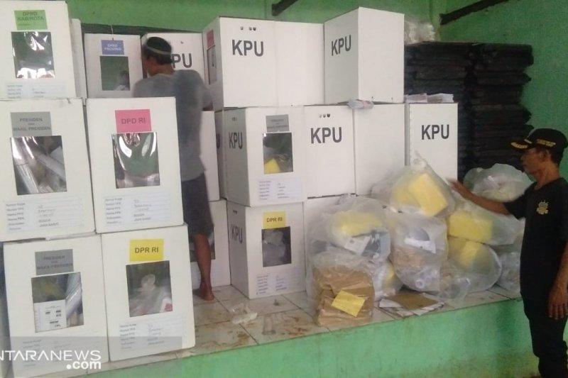 Ratusan kotak suara terendam air banjir diganti KPU Bogor
